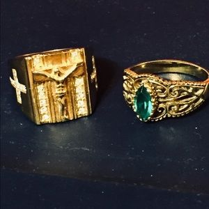 A bundle of two size 11 gold tone rings